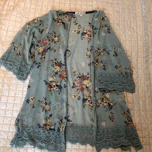 Blue floral kimono with lace details. Sz M